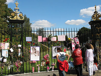 Fence at Kensington Palace where people can post tributes to Princess Diana